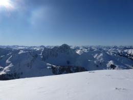 traumhaftes Gipfelpanorama, in der Bildmitte der Große Gebra