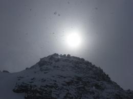 heftiger Schneeschauer bei Sonnenschein
