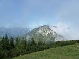 Blick zum wolkenverhangenen Rauschberg