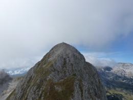 die Abstiegsbegleitung wartet schon am Hochkarfelderkopf