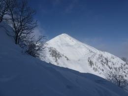 Blick zurück zum Geigelstein, Aufstieg links, Abfahrt rechts