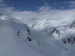Blick gen Norden, links Simony- und Maurerkees, rechts der Bildmitte in den Wolken der Große Geiger