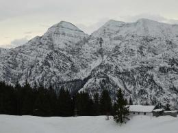 Bergwachthütte mit Sonntagshorn und Reiffelbergen