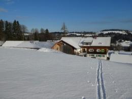 Start vom Hof bei Neuschnee