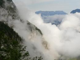 Aufstieg, im Hintergrund der Untersberg von Süden